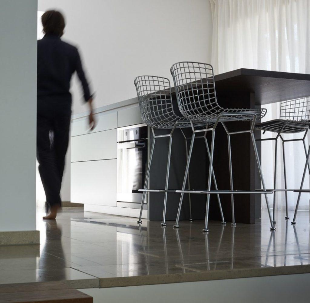 Das LAR STUDIO aus Stuttgart konzipiert als Architekturbüro Küchen, Räume und Häuser; setzt aber auch mit anderen Architekten Wohnraumkonzepte oder einzelne Möbel um. (Foto: LAR STUDIO)