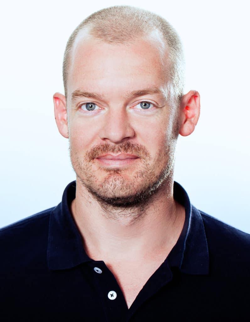 Nico Zendel arbeitet als Produktdesigner bei Gaggenau und war maßgeblich an der Entwicklung der neuen Tischlüftung AL 200 beteiligt. (Foto: Gaggenau)