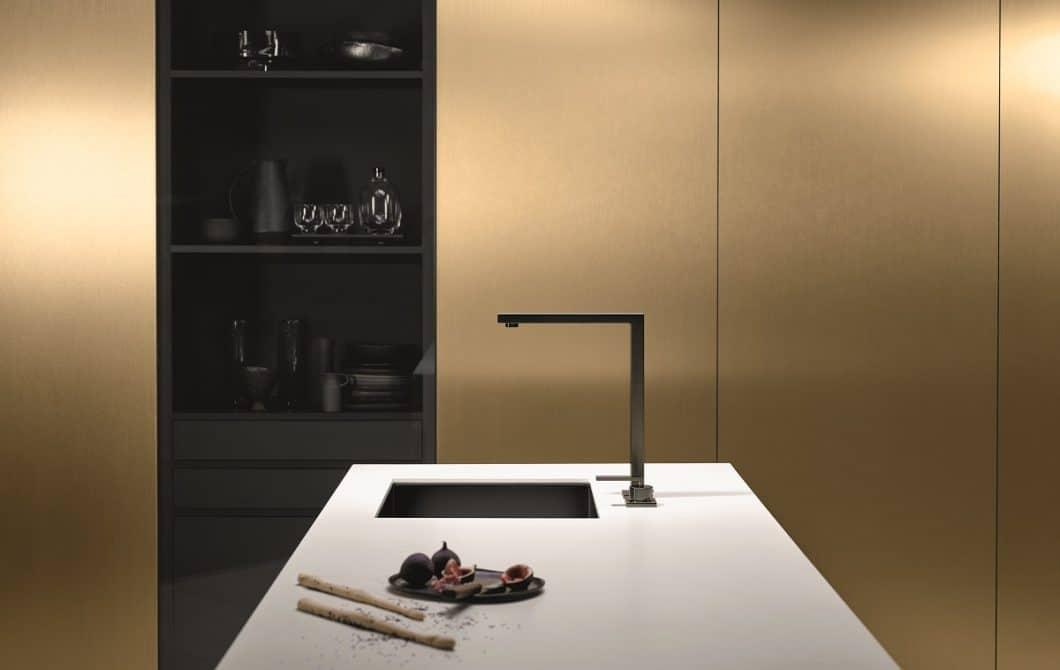 Ästhetik pur: Dornbracht funktioniert mit seiner neuen Oberfläche Dornbracht Dark Platinum matt die Armatur zum Designobjekt um. (Foto: Dornbracht)
