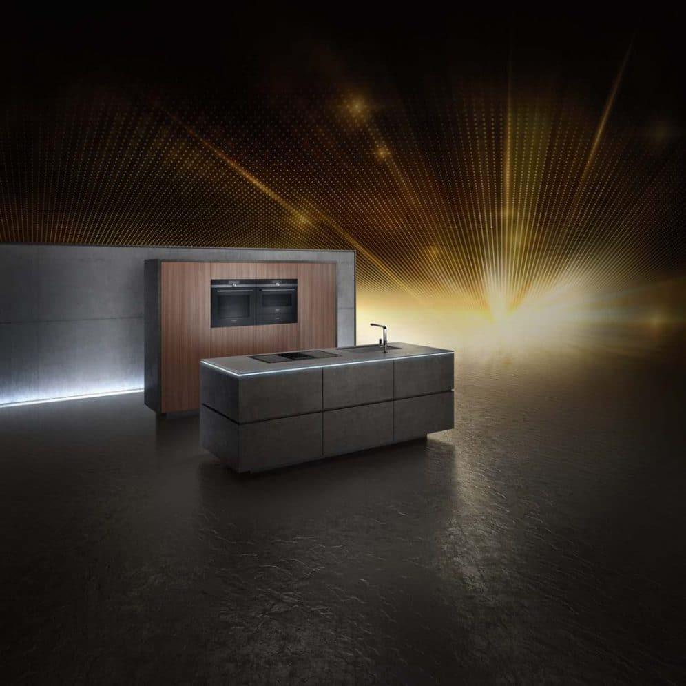 Dunkle Küchenräume sind ein absoluter Trend im High-End-Segment. Die blackSteel-Kollektion von Siemens rundet elegante Küchenräume gekonnt ab. (Foto: Siemens Hausgeräte)