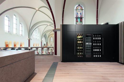 Der Weinklimaschrank steht dem Weinkeller heutzutage in nichts mehr nach - im Gegenteil: Heutiger Luxus perfektioniert die ideale Weinlagerung und bringt Design in die Küche. (Foto: Gaggenau)