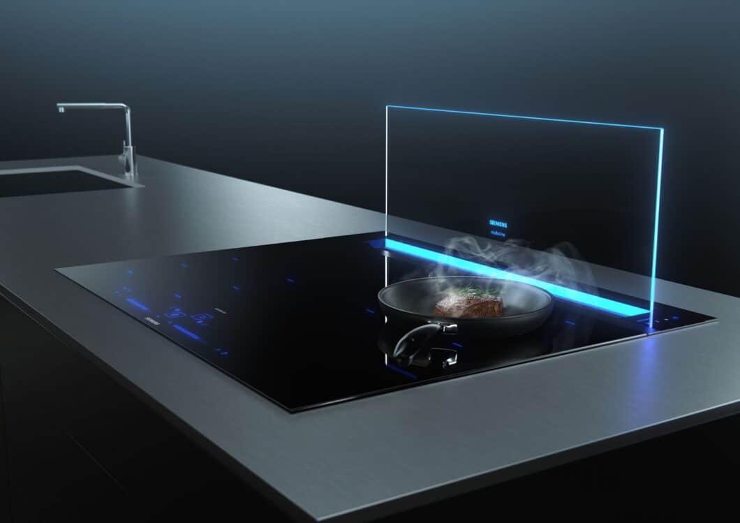 """Eine definitiv spektakuläre Neuheit der IFA 2020 ist der """"glassdraftAir""""-Tischlüfter der BSH-Gruppe: kaum sichtbar lässt sich hier hocheffizient Dunst direkt am Kochfeld abziehen. (Foto: Siemens Hausgeräte)"""