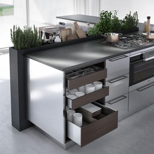 Bietet enorm viel Stauraum, eine Kochstelle sowie Platz für einen kleinen Kräutergarten und ausgesuchte Öle: Die URBAN-Edition von SieMatic. (Foto: SieMatic)