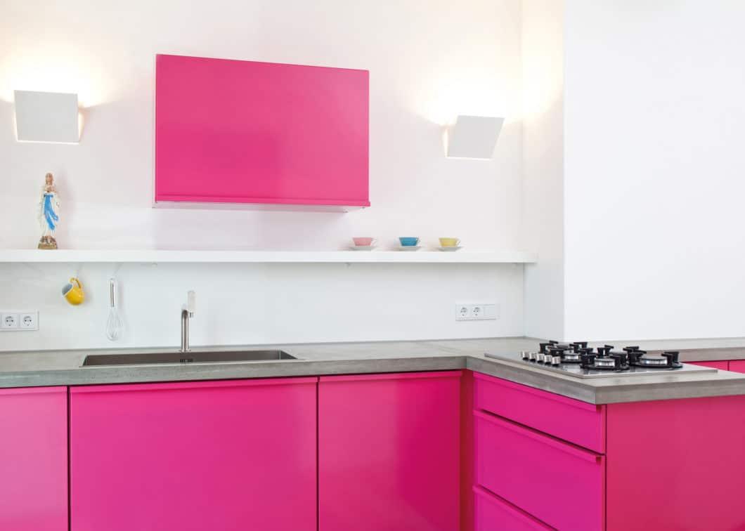 Rote Bete? Bittesehr! Popstahl-Küchen gibt es in nahezu allen Tönen der RAL-Farbpalette. Das Unternehmen hat jeden Farbton zudem mit einer charakteristischen Frucht- oder Gemüsesorte im Namen verbandelt. (Foto: Jan Kulke)