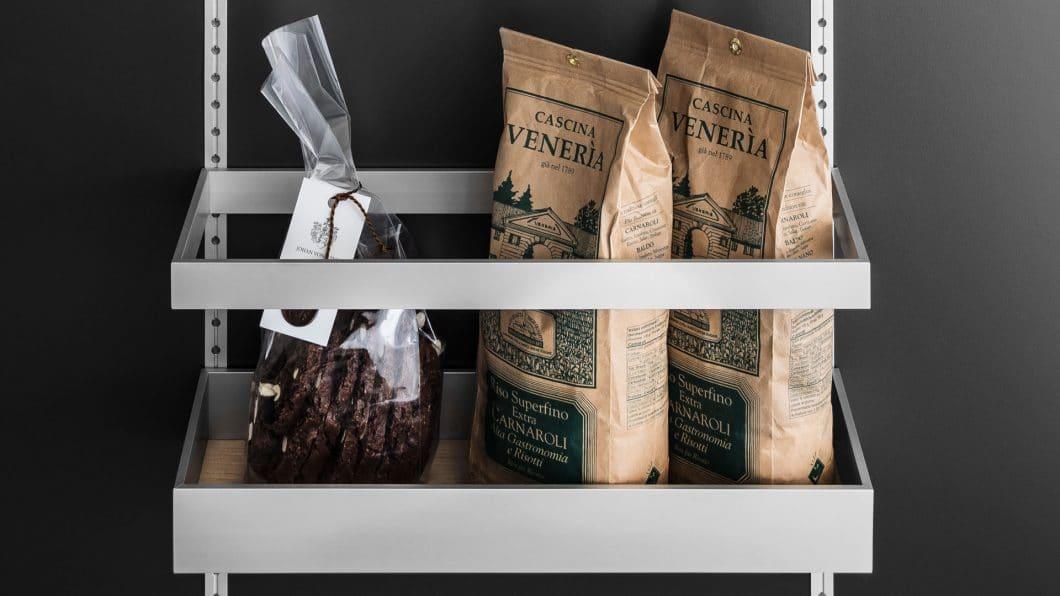 Was wartet daheim im Vorratsschrank oder Kühlschrank? Wer Doppeleinkäufe künftig vermeiden will, kann einfach in der App von Kesseböhmer und Liebherr schauen. (Foto: SieMatic)