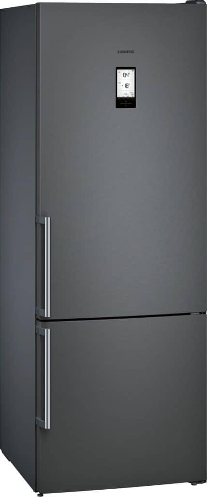 Siemens sorgt mit dem Einsatz dunkler aber wohnlicher Materialien für Aufsehen. Schwarzer gebürsteter Edelstahl sieht besonders in mattem Look sehr edel aus. (Foto: Siemens)