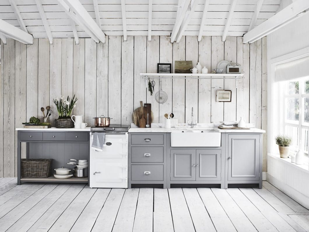 Modern, elegant, verspielt und traditionell zugleich: Was bisher als skandinavischer Küchenstil bejubelt wurde, findet sich in klassischer Ausführung auch im englischen Landhausstil wieder. Dank Neptune befindet sich dieser auf einem rasanten Vormarsch. (Foto: Neptune)