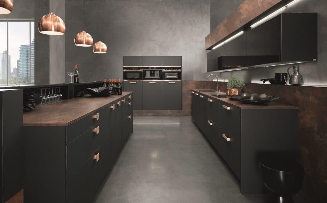 """Küchenhersteller rational ist für hochwertige Küchenräume mit einem Fokus auf Design bekannt. Nun wendet sich das Unternehmen auch kleinen Küchen zu - und verstärkt natürlichen Rohstoffen wie Holz. So entstehen die rational """"Wohnfühlwelten"""". (Foto: rational)"""