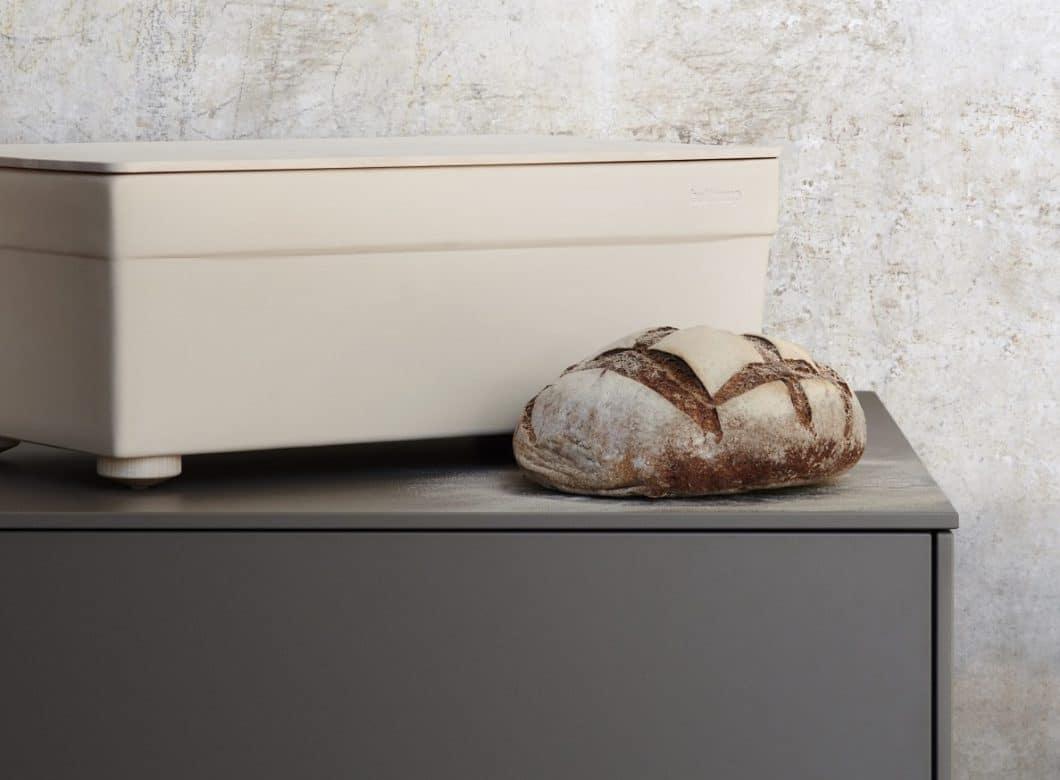 Vom Brotcontainer zum Schneidbrett, vom Ledertopflappen zur Porzellan-Aufbewahrungsdose: bulthaup hat mit bulthaup-Accessoires eine tolle Erweiterung seiner Marke geschaffen, die auch singulär in jedem Haushalt Ästhetik schafft. (Foto: bulthaup)