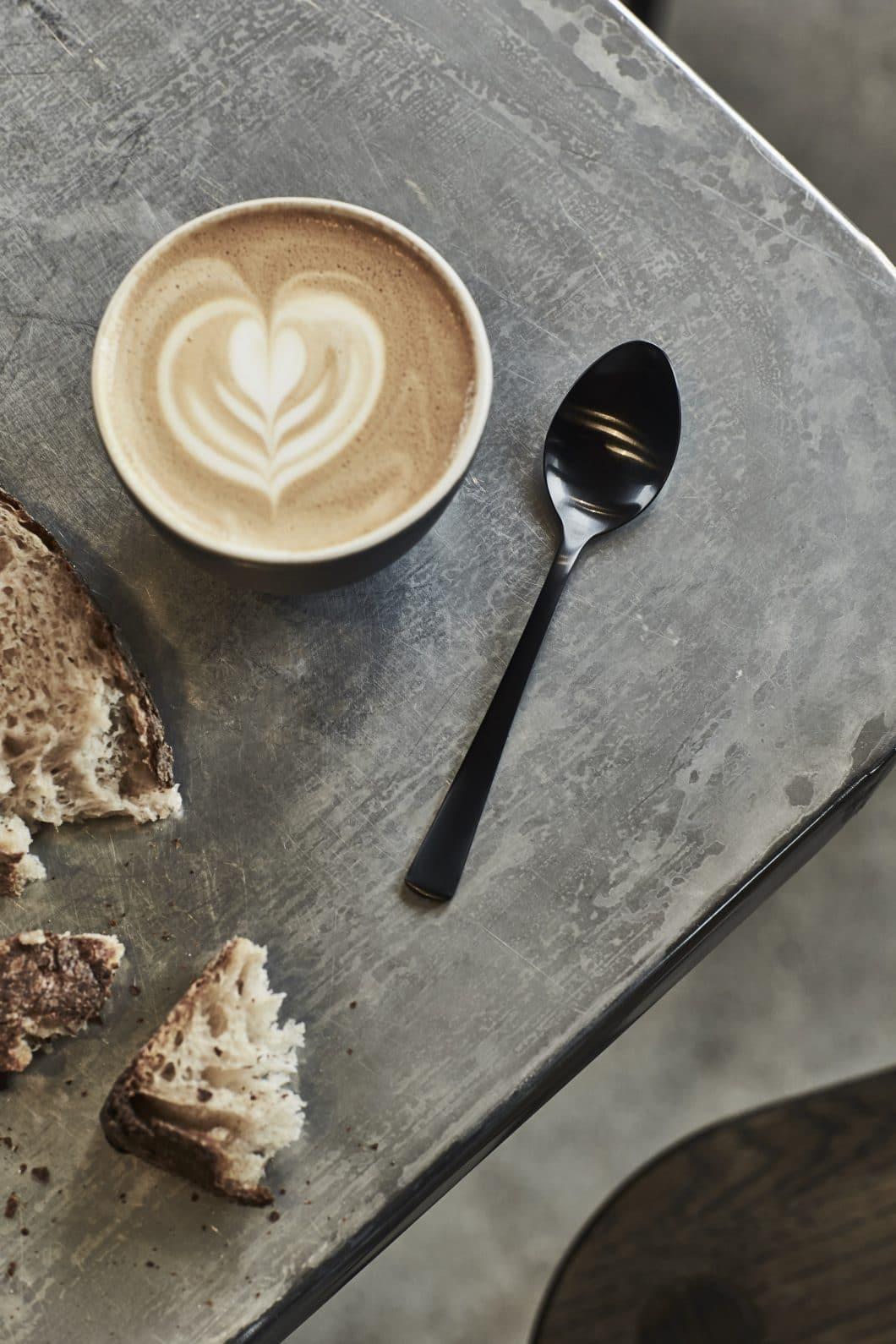 Den Luxusstandard eines Michelin-Sterne-Restaurants zu sich nach Hause holen: Mit dem Luxusbesteck Table Noir kommen Sie diesem Traum einen Schritt näher. (Foto: Table Noir)