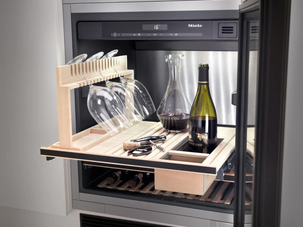 Es muss nicht immer gleich die Profivariante sein. Dennoch unterstützen Weinkühlschränke maßgeblich die fachgerechte Lagerung und Kühlung hochwertiger Weine. (Foto: Miele)