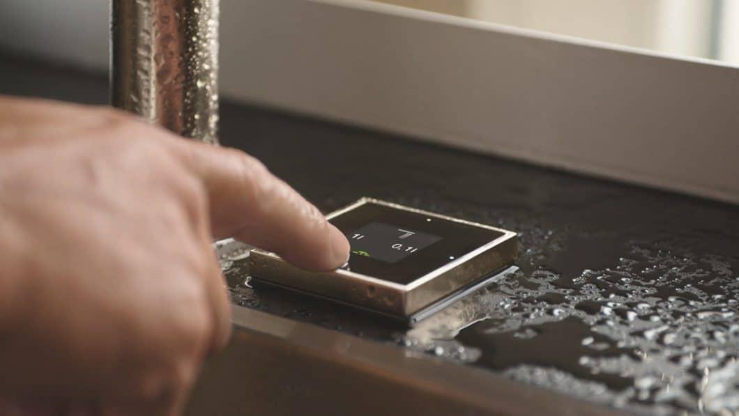Dornbracht steht seit jeher für eine enorm hochwertige, minimalistische Spülen- und Armaturen-Architektur. Mit der eUnit Kitchen wagt man sich in die technologische Zukunft vor. (Foto: Dornbracht)