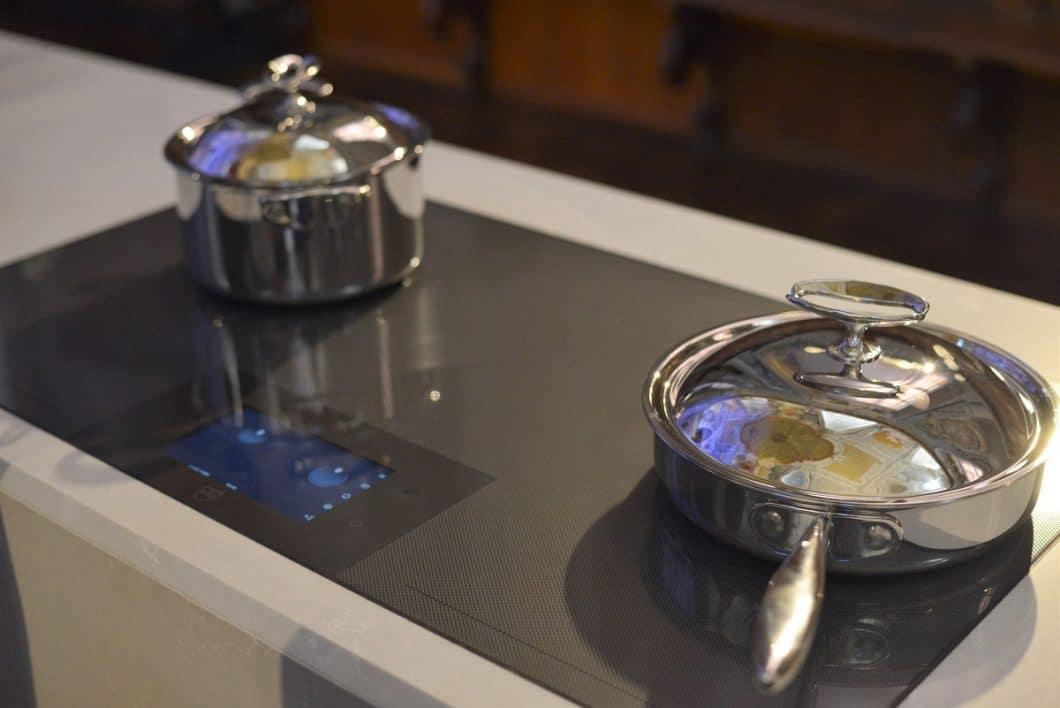 Das V-ZUG FullFlex-Induktionskochfeld wurde im Rahmen der EuroCucina im ehrwürdigen Museo della Scienza in Mailand ausgestellt. (Foto: Sophie Engelhard)
