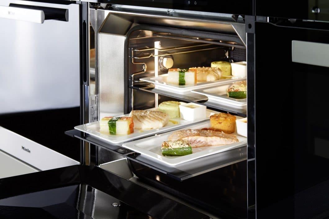 Unglaublich, aber wahr: Käufer des luxuriösen Dialoggarers können sich künftig Gourmet-Essen auf Rädern bestellen - mit einem Liefervorlauf von 24 Stunden. (Foto: Miele)