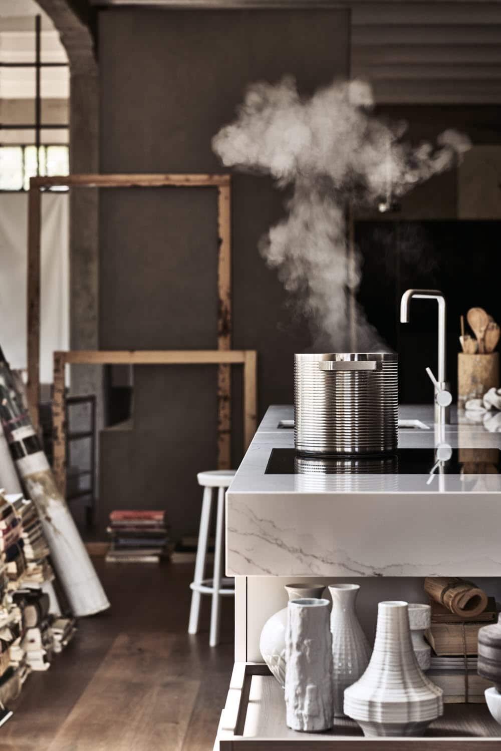 Poggenpohl +MODO ist ein Küchenmodell für die Kreativen und Kochliebhaber, die viel freie Fläche zum Kochen schätzen, aber auch Kochutensilien als Ausstellungsobjekte wertschätzen können. (Foto: Poggenpohl)