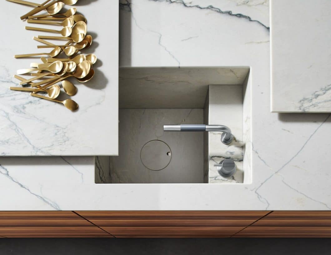 Ein weißgrauer Quarzit bildet die perfekte Grundlage zum Arbeiten - und lässt sich dank UNIQUE Motion sogar ausziehen. (Foto: eggersmann)
