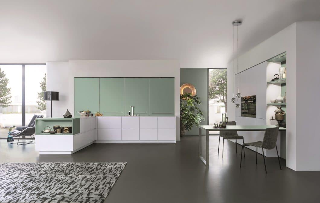 Mit dem Farbenprogramm von Les Couleurs Le Corbusier® traf LEICHT bereits Anfang 2017 die Entscheidung, mehr Farbe in den Küchenraum zu bringen. Ein voller Erfolg. (Foto: LEICHT)
