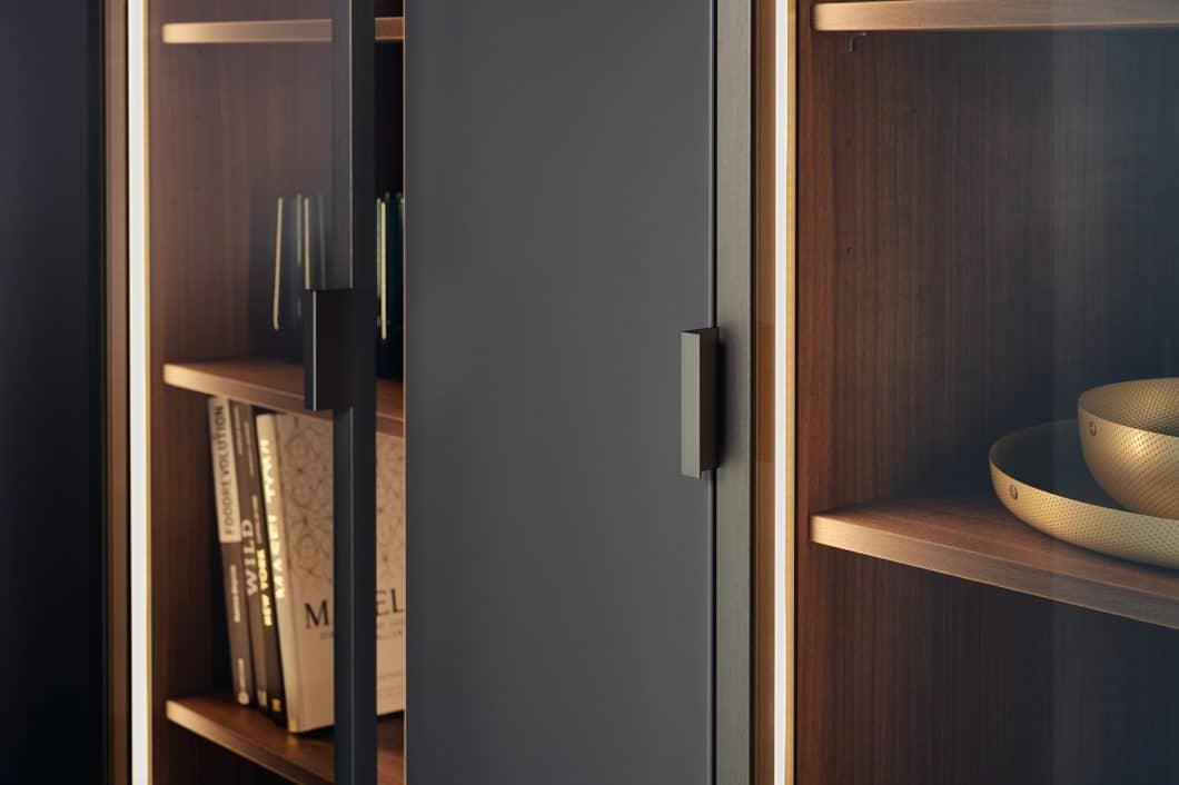 Mit dem sehr eleganten Modell STEEL hatte LEICHT bereits 2018/19 offensiv mehr Metall in der Küche eingesetzt - hier in Form von oxidiertem Stahl. (Foto: LEICHT)
