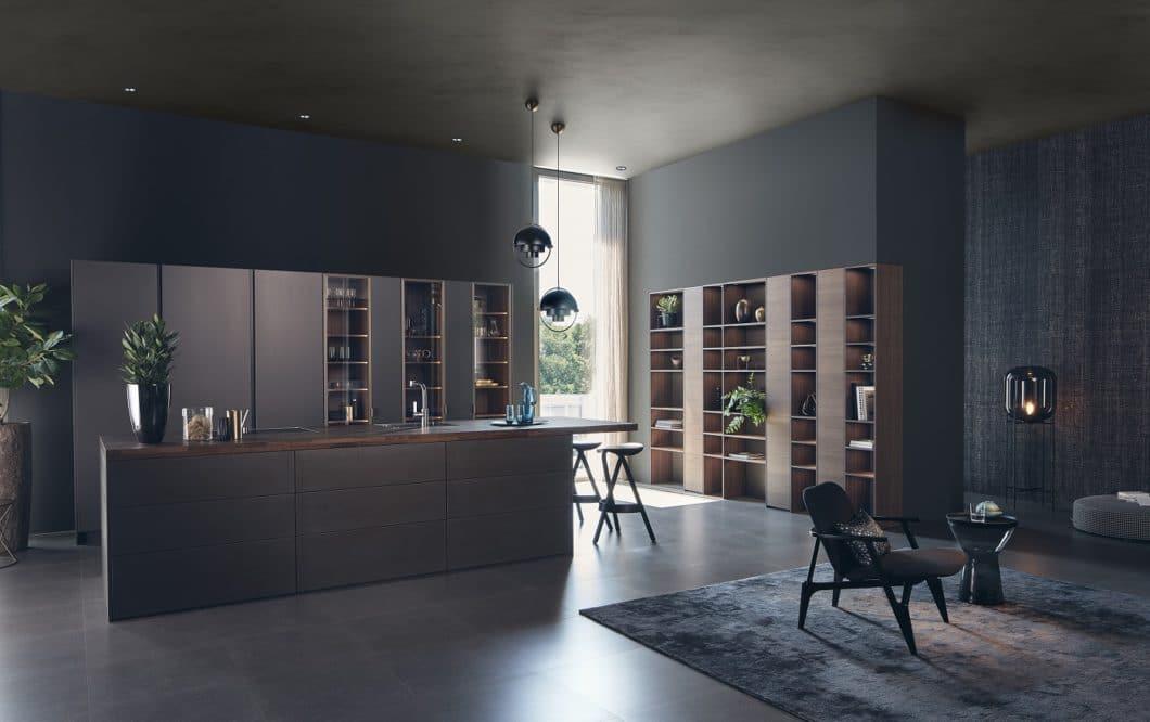 Keine Frage: Herstellerbilder beeindrucken und beflügeln die Phantasie. Dennoch kommen die visionären Eindrücke in herkömmlichen Küchenräumen so nie zur Geltung - davor sind auch LEICHT-Kunden nicht gefeit. (Foto: LEICHT)