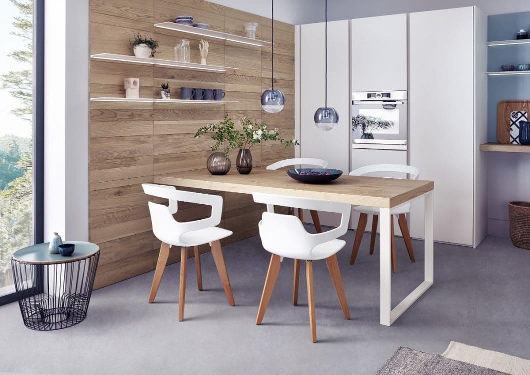 Wohnlich: LEICHT präsentiert auf seiner Hausmesse zum 90-jährigen Bestehen des Unternehmens das neue Programm Solid, das minimalistisch und wohnlich zugleich daherkommt. (Foto: LEICHT)