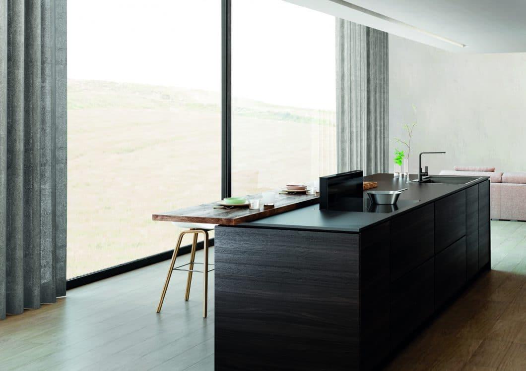 Die Novy Panorama ist je nach Topfgröße höhenverstellbar und kommuniziert automatisch mit dem Kochfeld. (Foto: Novy)