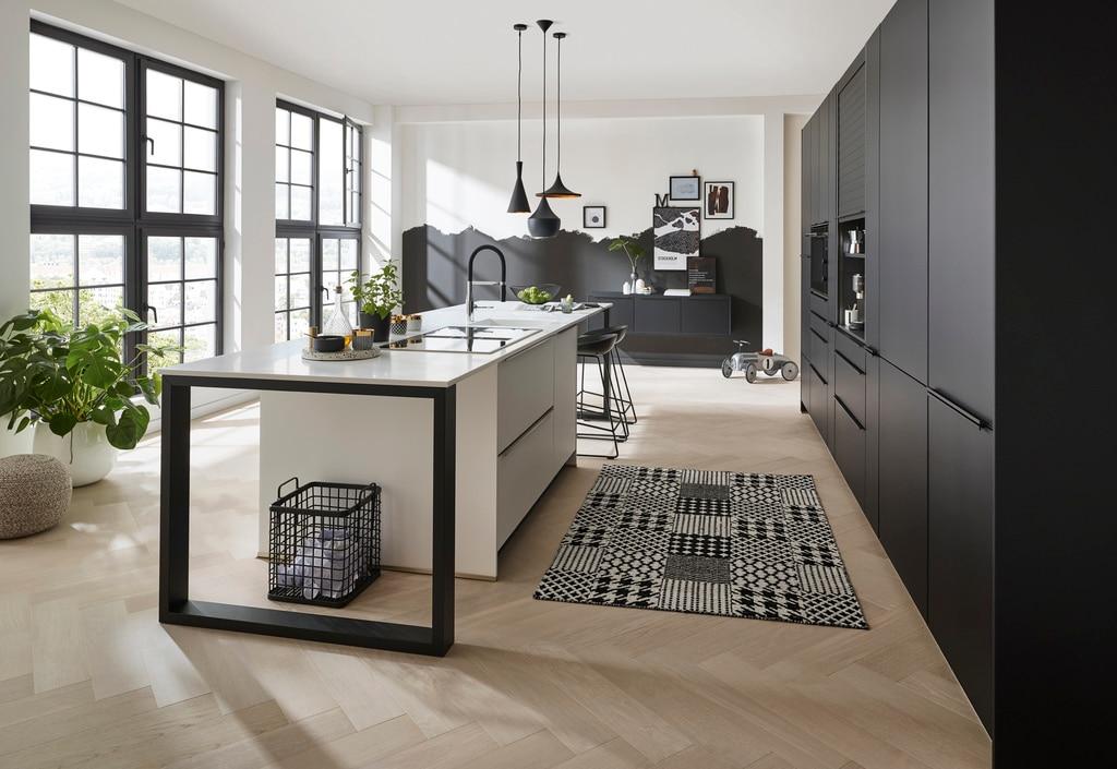 Ob monochromer Schwarz-Weiß-Look, farbenfroher Landhausstil oder urbane Designküche: die Ideen zur Gestaltung von V&B-Küchen sind vielfältig und zeitlos. (Foto: Villeroy & Boch)