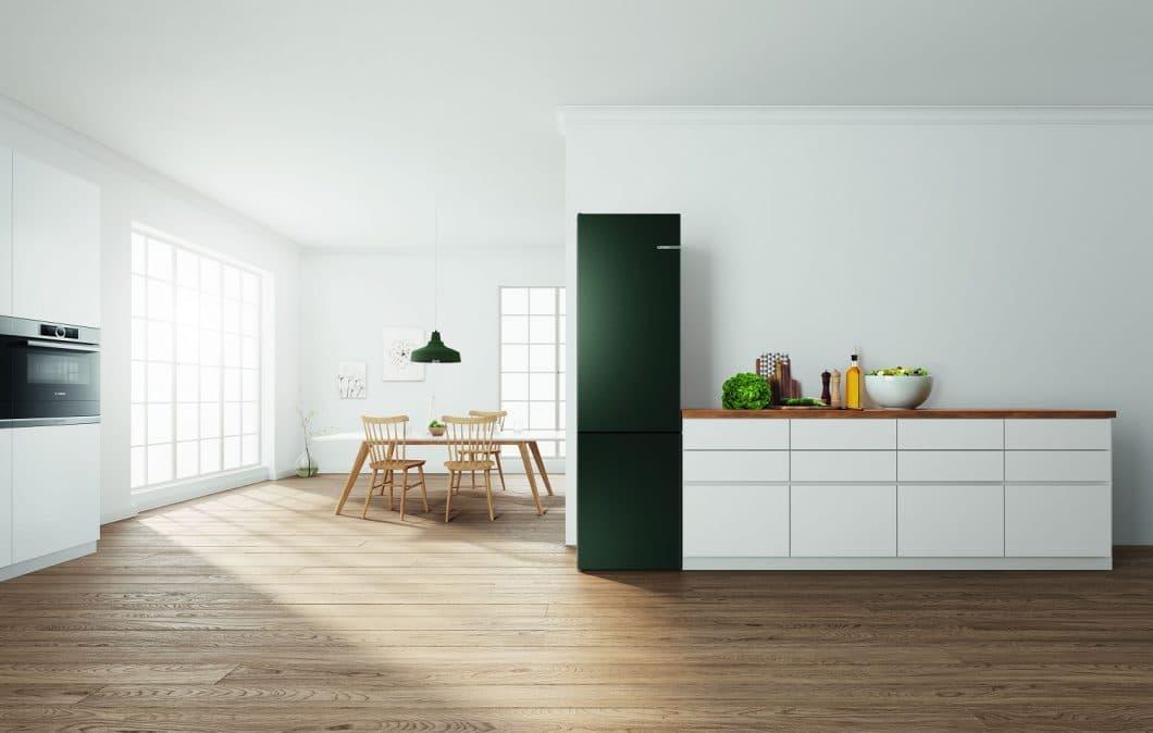 Perlgrün heißt dieser neue Farbton, der gemeinsam mit vier weiteren, metallischen Farben das Spektrum des Boschs Vario Style-Kühlschranks ergänzt. (Foto: Bosch)