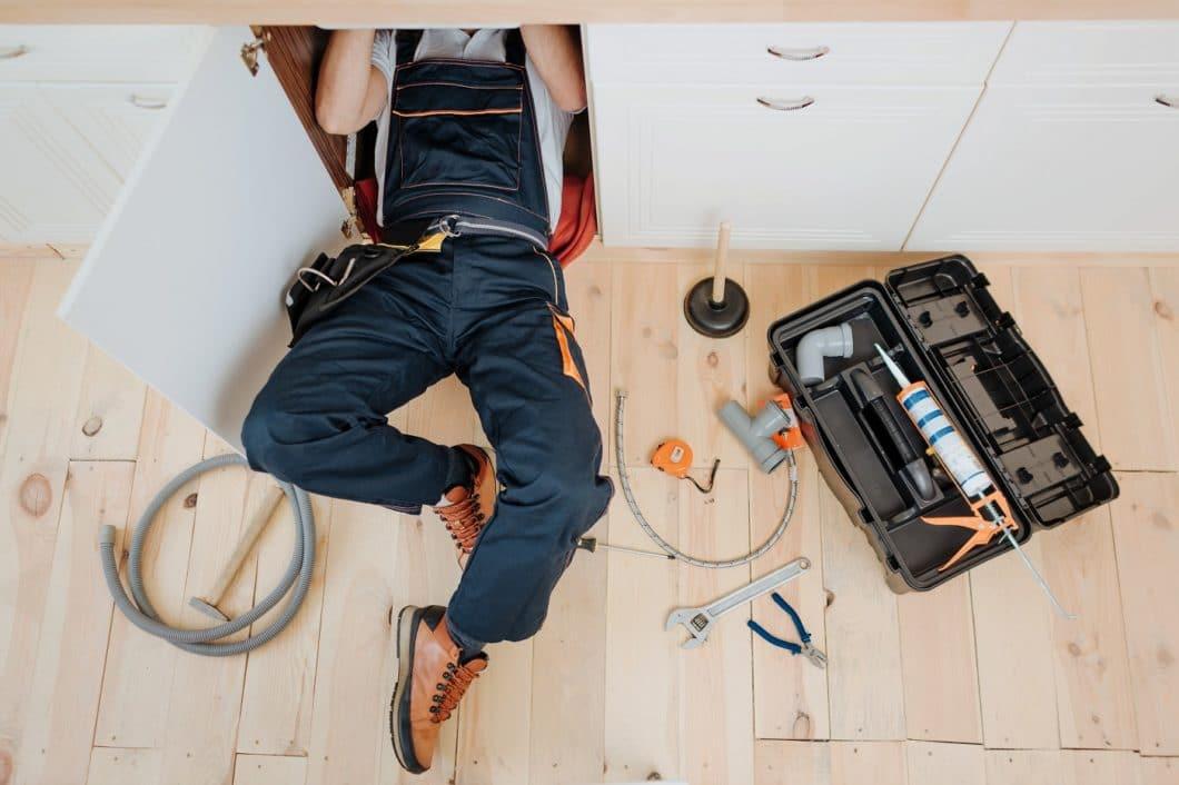 Geräte werden gern ausgetauscht, um die Energieeffizienz zu erhöhen. Auch in Sachen Materialien denken Renovierer nachhaltiger. Auf der Strecke bleibt jedoch nach wie vor das Smart Home. (Foto: adobe stock/ estradaanton)