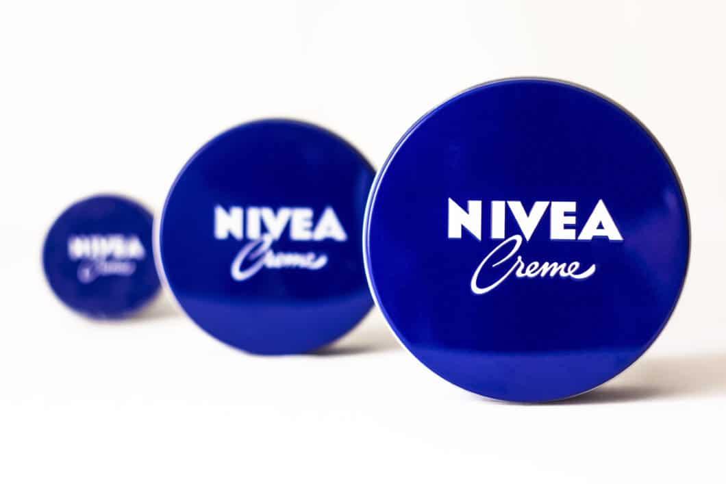 """""""Classic Blue"""", das erinnert uns an die Farbe (und den Geruch unserer Kindheit... (Foto: Adobe Stock/ Oleksandr)"""