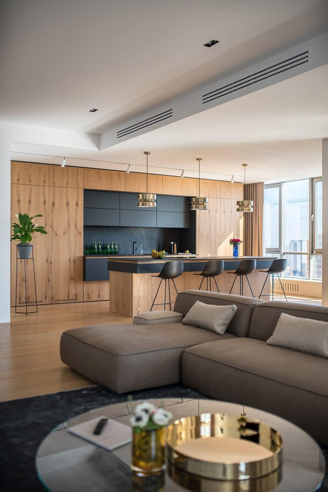 Die moderne Holzküche ist das Herzstück des Appartements. Hier können private Feiern sowie gemütliche Familienessen vorbereitet werden. (Foto: Andrey Bezuglov)