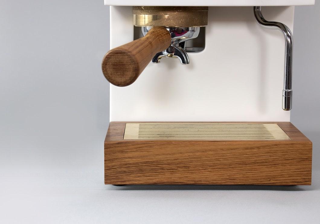 Mit den beiden Designs Beton und Corian liegen die Hersteller der AnZa-Kaffeemaschine ganz vorn im Trend: Sie passen gut in jeden Küchenraum. (Foto: AnZa)