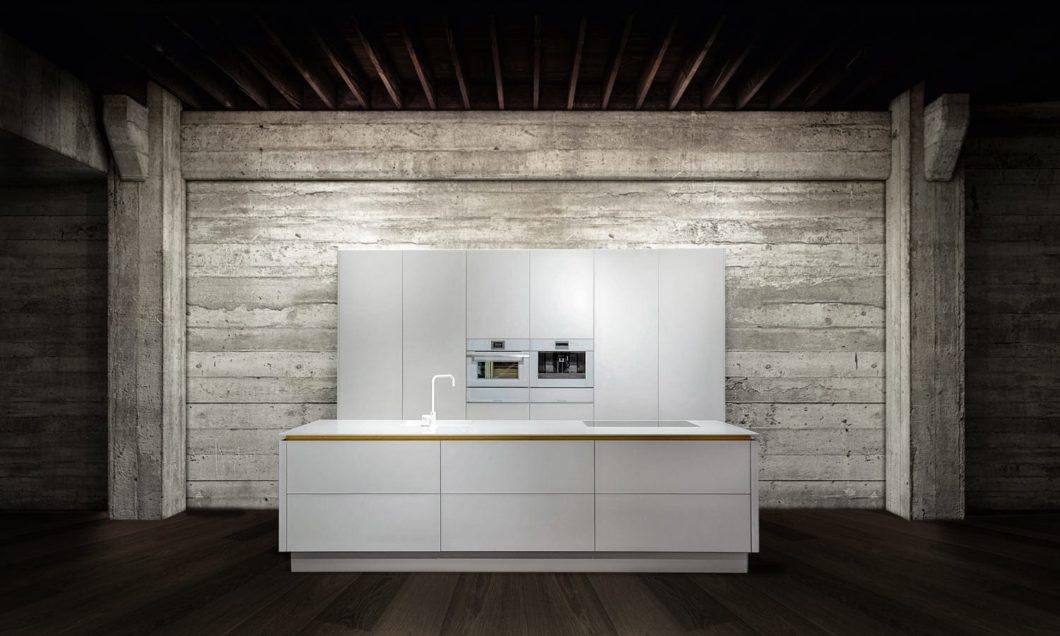 Poggenpohl, SieMatic? Nein. Diese Küche kann mit den ostwestfälischen großen Namen mithalten, stammt aber aus der gerade einmal 45 Mitarbeiter fassenden Manufaktur BAX. (Foto: BAX)