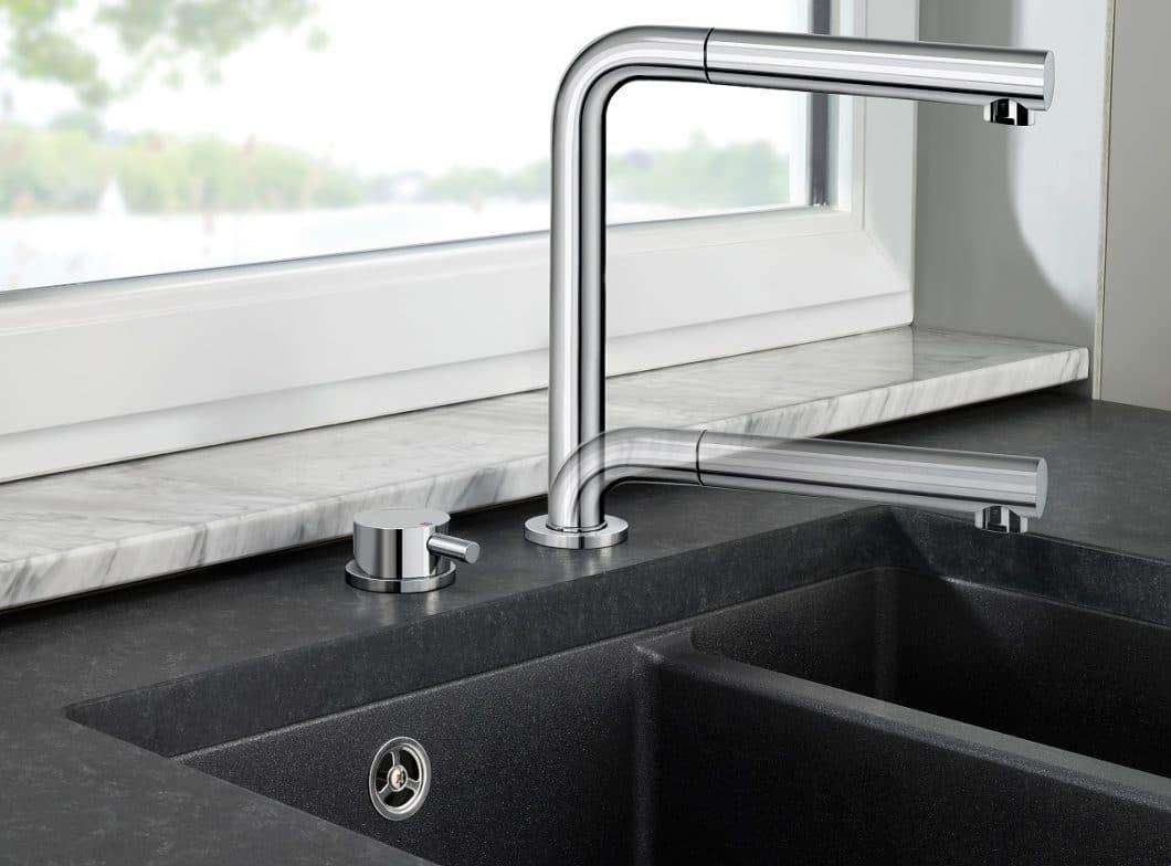 Die versenkbaren Vorfensterarmaturen BLANCO PERISCOPE (Bild) und ELOSCOPE sind eine sehr elegante Lösung, die Küchenarmatur nahezu komplett verschwinden zu lassen. (Foto: BLANCO)