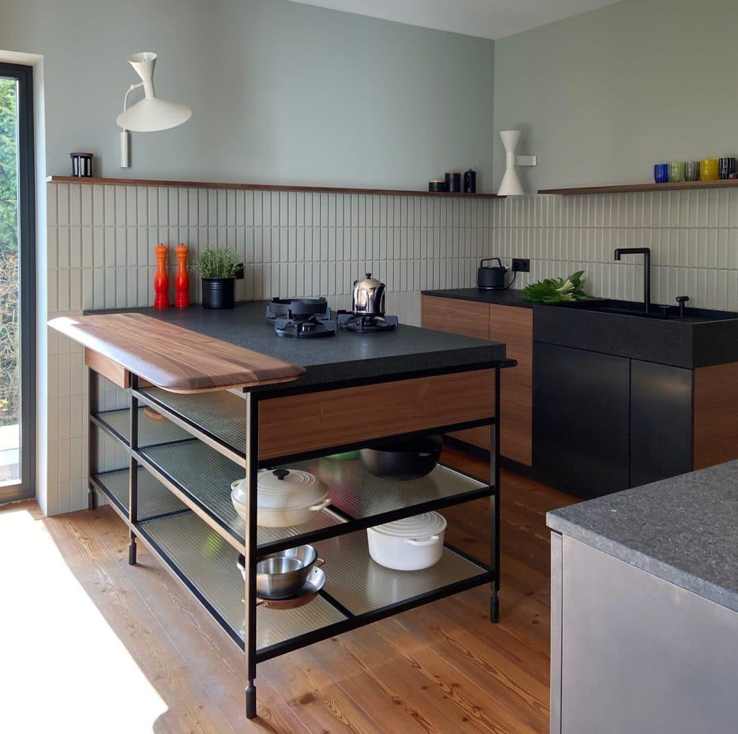 Keine Angst vor schwierigen Materialien und anspruchsvollen Kunden: eine Küche von LAR Studio setzt sich ohnehin bis ins Detail aus den Fähigkeiten verschiedener Gewerke zusammen. (Foto: LAR Studio)