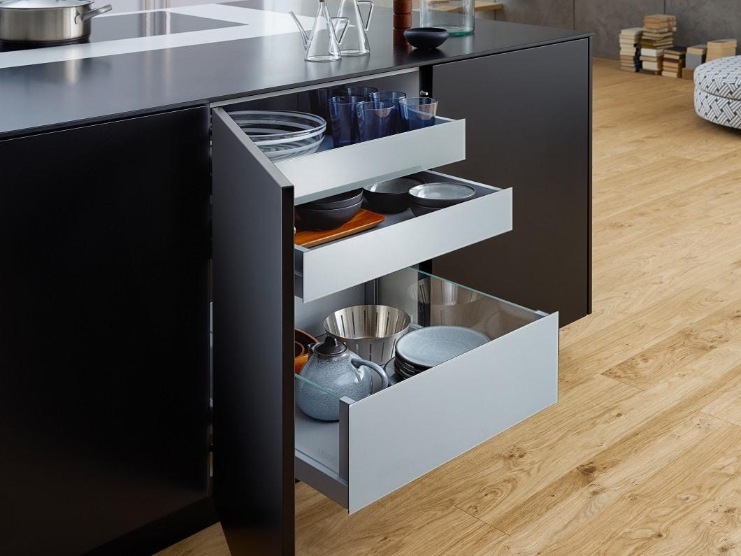 Ein hochwertiger Schichtstoff (Laminat) kommt auch in Premium-Küchen zum Einsatz. Wichtig ist, be Küchenfronten aus Kunststoff auf ein durchgefärbtes Material zu bestehen. (Foto: LEICHT, BONDI)