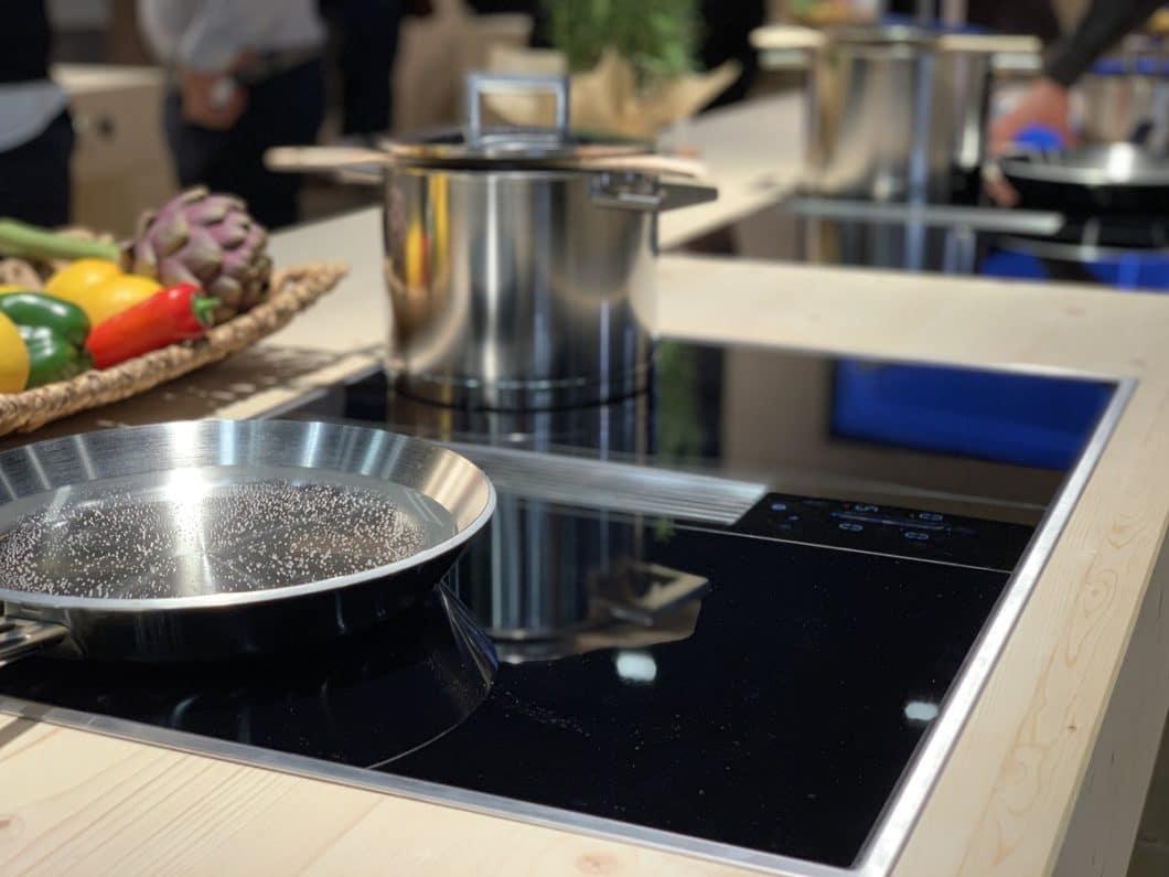 Auch BORA präsentierte seine Neuheiten auf der küchenwohntrends 2019, hier den Kochfeldabzug Classic 2.0. (Foto: Susanne Scheffer/ KüchenDesignMagazin)