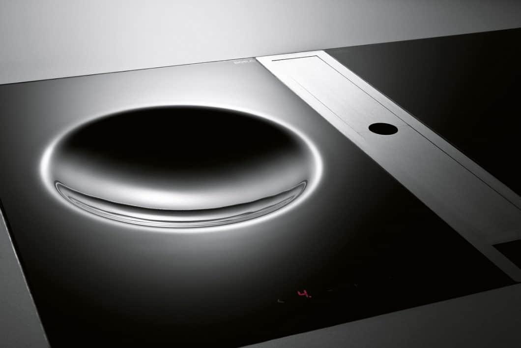 BORA vereint höchste Ästhetik und Funktionalität in seinen Kochfeldabzügen. Das gelingt über beständige Materialien, innovative Module und die Überwindung physikalischer Gesetze. (Foto: BORA)