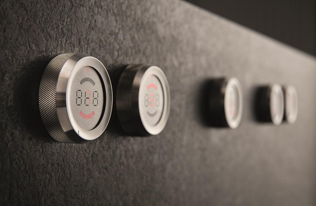 Markant: Die charakteristischen Bedienknebel sind dem BORA Professional 2.0-System erhalten geblieben. Über sie lassen sich sämtliche Funktionen des Kochfelds steuern sowie die exakte Temperatur anzeigen. (Foto: BORA)