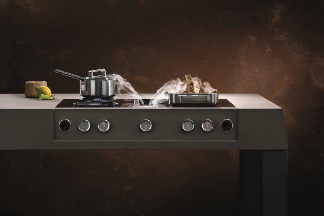 Besonders gern knöpfen sich Menschen beim Renovieren der Küche die Dunstabzugshaube vor: Zum einen wollen viele Haushalte auf den haubenlosen Kochfeldabzug umschwenken, zum anderen gibt es zunehmend effektivere und geräuschärmere Modelle auch unter den Hauben. (Foto: BORA)