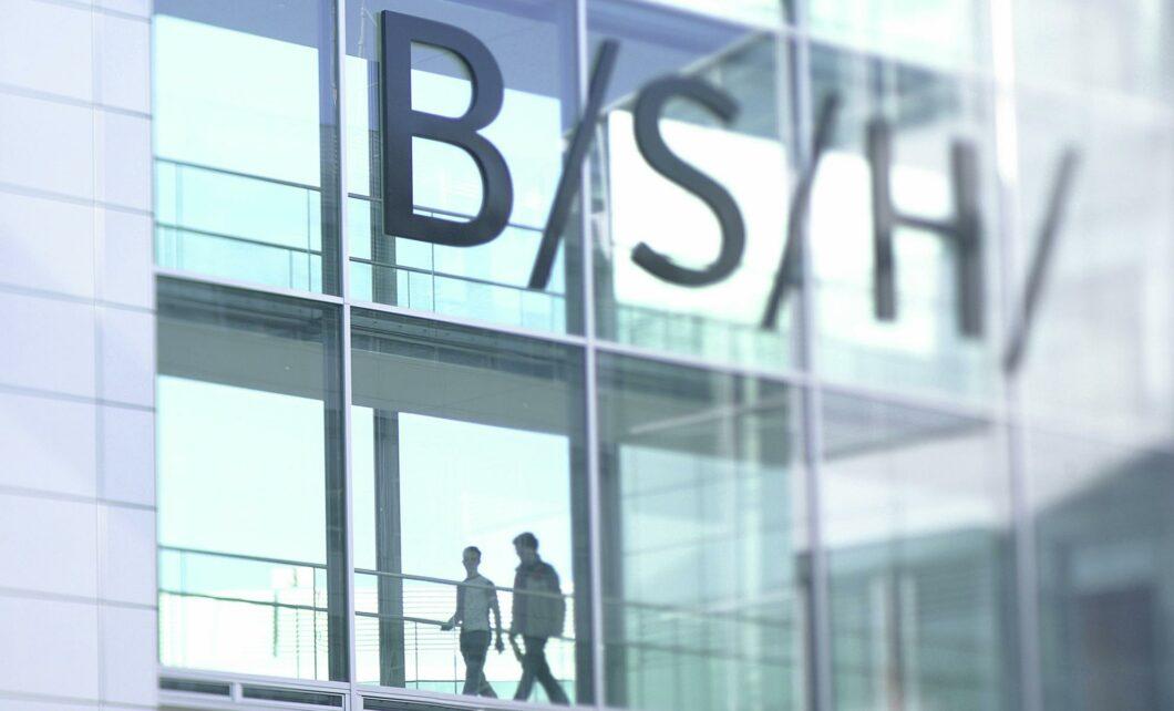 Bosch und Siemens Hausgeräte stellen trotz Zugehörigkeit seit jeher an verschiedenen Messeständen auf der IFA aus. Dieses Jahr konzentrierte sich Bosch auf Waschen und den Cookit, Siemens wiederum aufs vernetzte Kochen und Entlüften. Dennoch werden viele Produkte konzernübergreifend vorgestellt. (Foto: BSH)