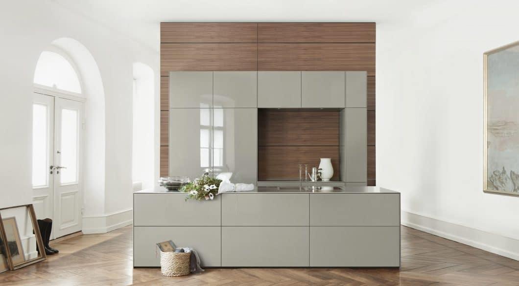 """Minimalismus in Reinstform: bulthaup ist die bekannteste deutsche Luxusmarke und propagiert """"die Konzentration auf das Wesentliche"""" mit seinen Küchen. (Foto: bulthaup)"""