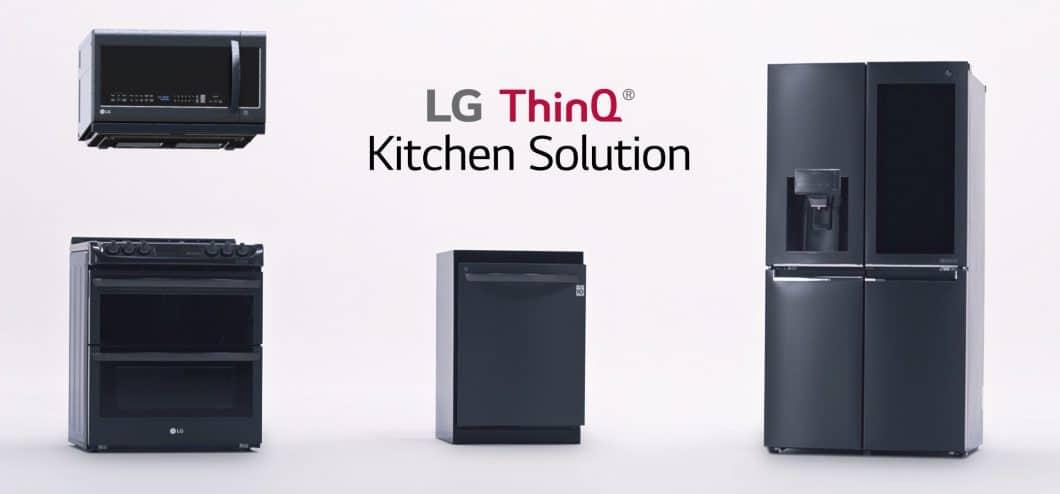 """Drei Geräte stehen für LG Electronics im Mittelpunkt der smarten Küchenlinie """"ThinQ"""": Kühlschrank, Geschirrspüler und Backofen, welcher wiederum automatisch mit Gerät Nr. 4, dem Dunstabzug, kommuniziert. (Foto: LG Electronics)"""