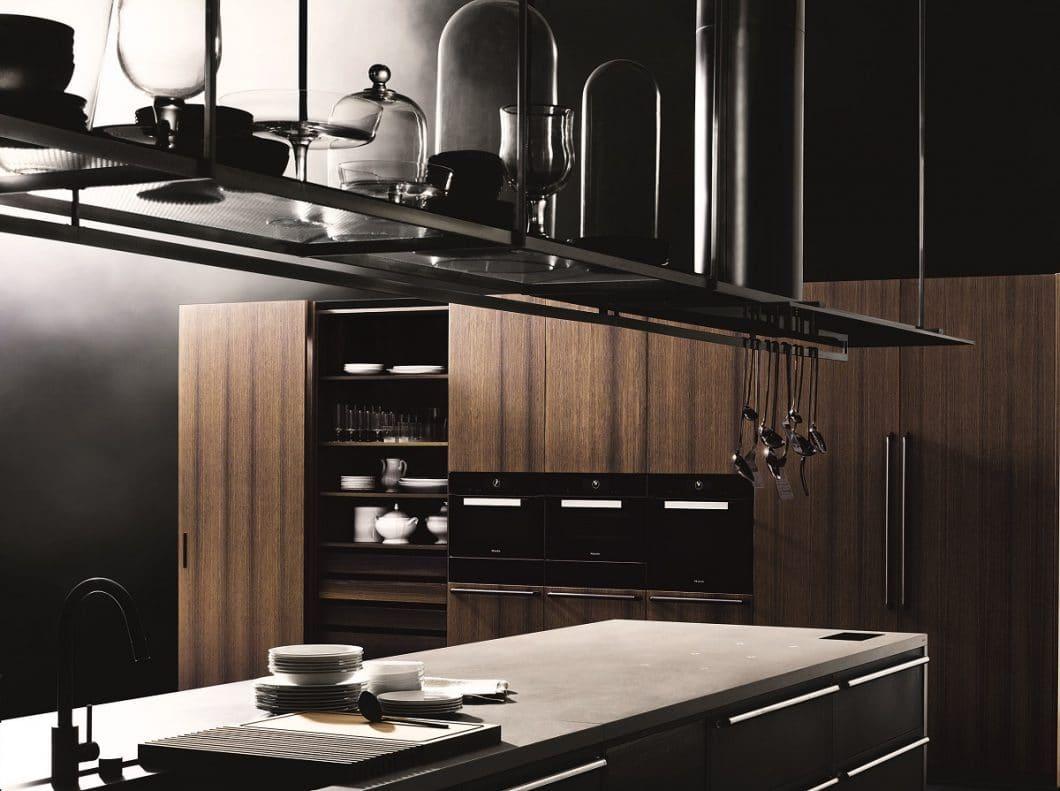 Boffi Code (hier als Modell mit Griffen und geschlossener Schrankwand) ist ein einmaliges Küchenprogramm, das Form und Funktion verschmelzen lässt. Übrig bleibt: Kunst. (Foto: Tommaso Sartori, Boffi)