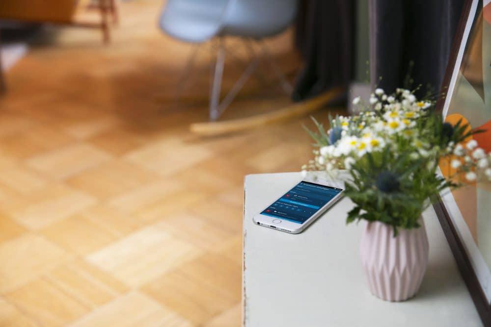 Das Smartphone spielt eine große Rolle im Smart Home. Trotz aller Vorteile sollte man Vorsicht walten lassen mit seinen Daten. Dennoch: Das Smart Home wird zukünftig eine immer größere Rolle in unserem Leben spielen - zurecht. (Foto: Bosch)