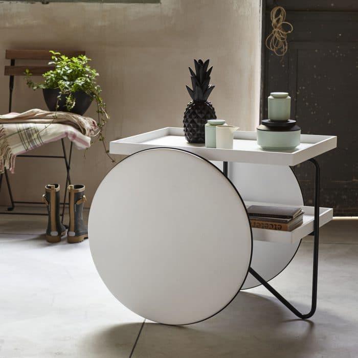 """Wir sind verliebt! Der klug gestaltete """"Chariot"""" von ambientazione darf als skandinavischer Diener an keinem Küchentisch fehlen. (Foto: casamania)"""