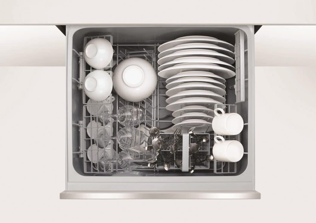 Alles hat seinen Platz: vom Weinglas über verschiedene Größen von Tassen und Tellern kann sämtliches Geschirr im DishDrawer Double sorgfältig einsortiert werden. (Foto: Fisher & Paykel)