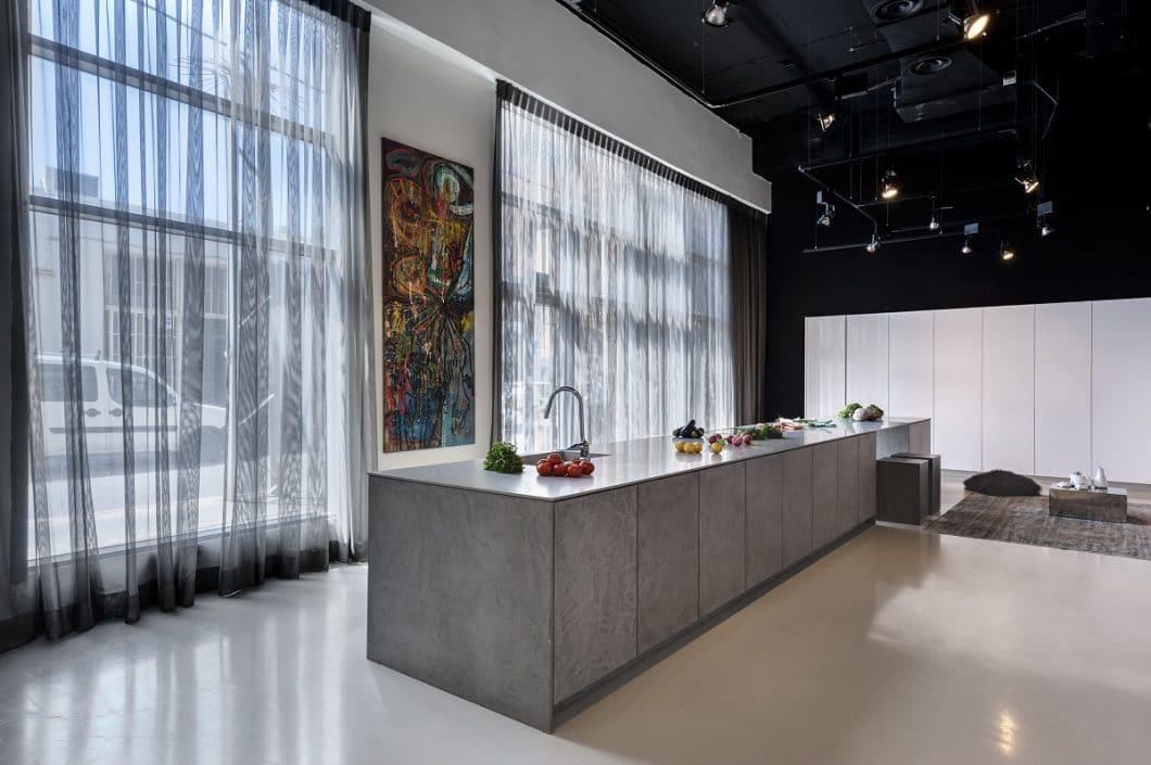 Mit Mut zu echten Materialien, Farbe und Veränderung startet zeyko 2018 wieder durch. Wir freuen uns auf genussvolle Küchenräume und spannende Materialstrecken. (Foto: zeyko)