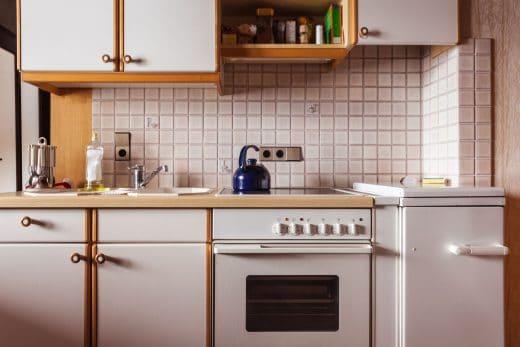 Die alte Küche muss dringend raus - in seltenen Fällen übernimmt das sogar das Küchenstudio. Sprechen Sie es aber lieber vorher bei einem ausführlichen Beratungsgespräch ab. (Foto: Dario Lo Presti)
