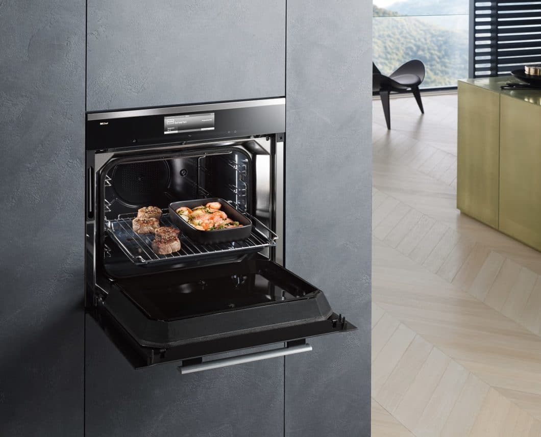 Zu den smartesten Küchengeräten derzeit zählen Backöfen: viele arbeiten mit automatisierten Programmen, die helfen, Gerichte zügiger und mit genau der benötigten Menge an Energie zu garen. Nach Ende des Vorgangs schalten sie sich automatisch ab. (Foto: Miele Dialoggarer)