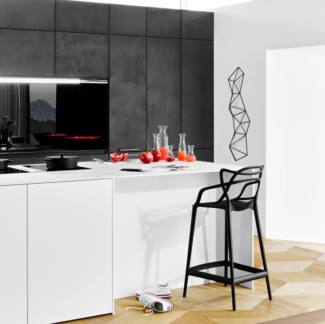 Für den modernen, zeitlosen selektionD-Küchenraum setzt das Studio Almhofer Architektur + Wohnen auf das Trendmaterial Beton sowie ergänzend auf hochwertige Keramik und Mattlack. (Foto: selektionD)